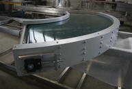 90° belt conveyor with conical rollers